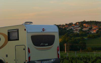 Camping car dans les vignes - Domaine de Champ Fleury