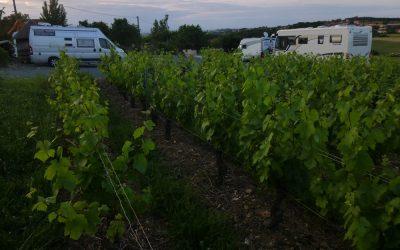 Aire de parking pour caravane et camping car - Domaine de Champ Fleury